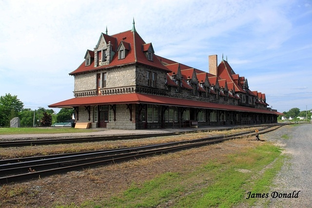 Historic train station for Old house tracks
